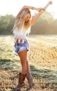 Cowgirl fashion, western wear for women, western looks, cowboy boots, country chic