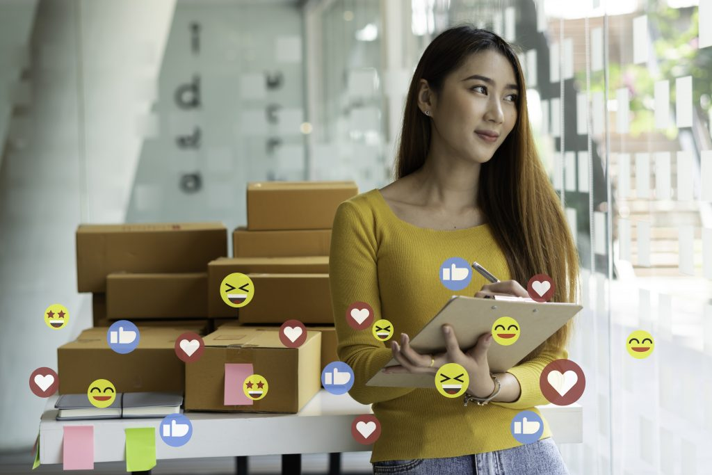 Asian entrepreneur In order to succeed, small businesses are using the idea of expanding their businesses for the future with package boxes. And emojis, sentiment icons, small business startup ideas